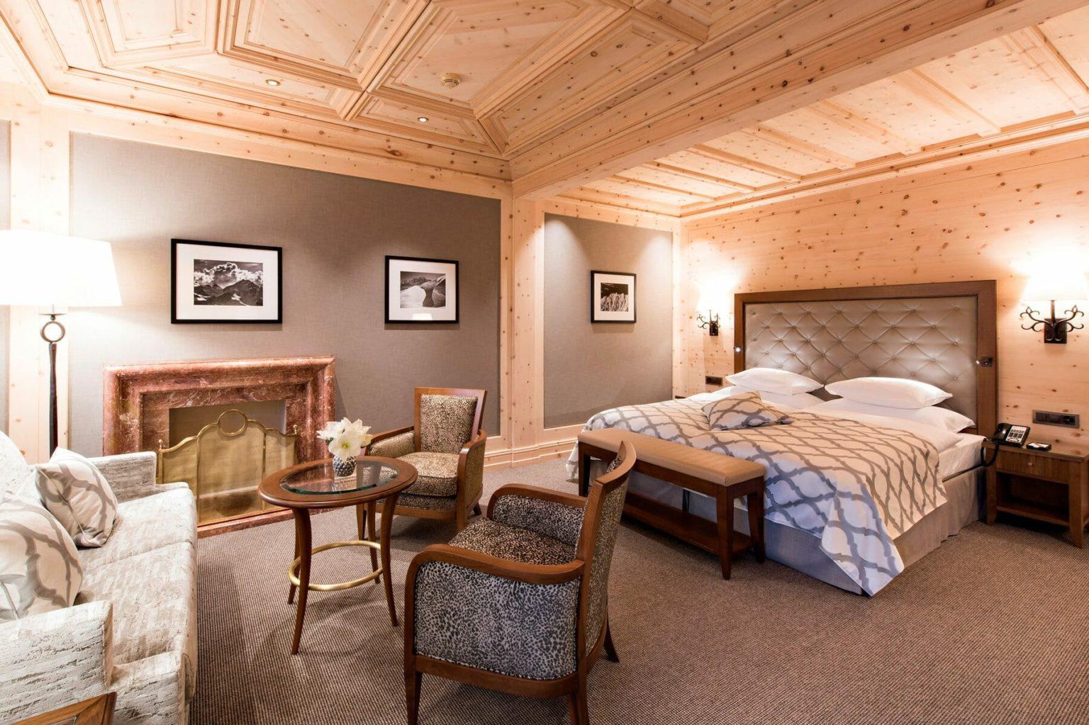 Kulm-Hotel-StMoritz_Deluxe-Doppelzimmer-mit-Kamin-1800x1199