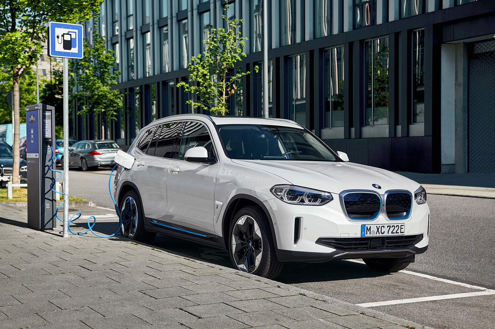 P90392977_highRes_the-first-ever-bmw-i