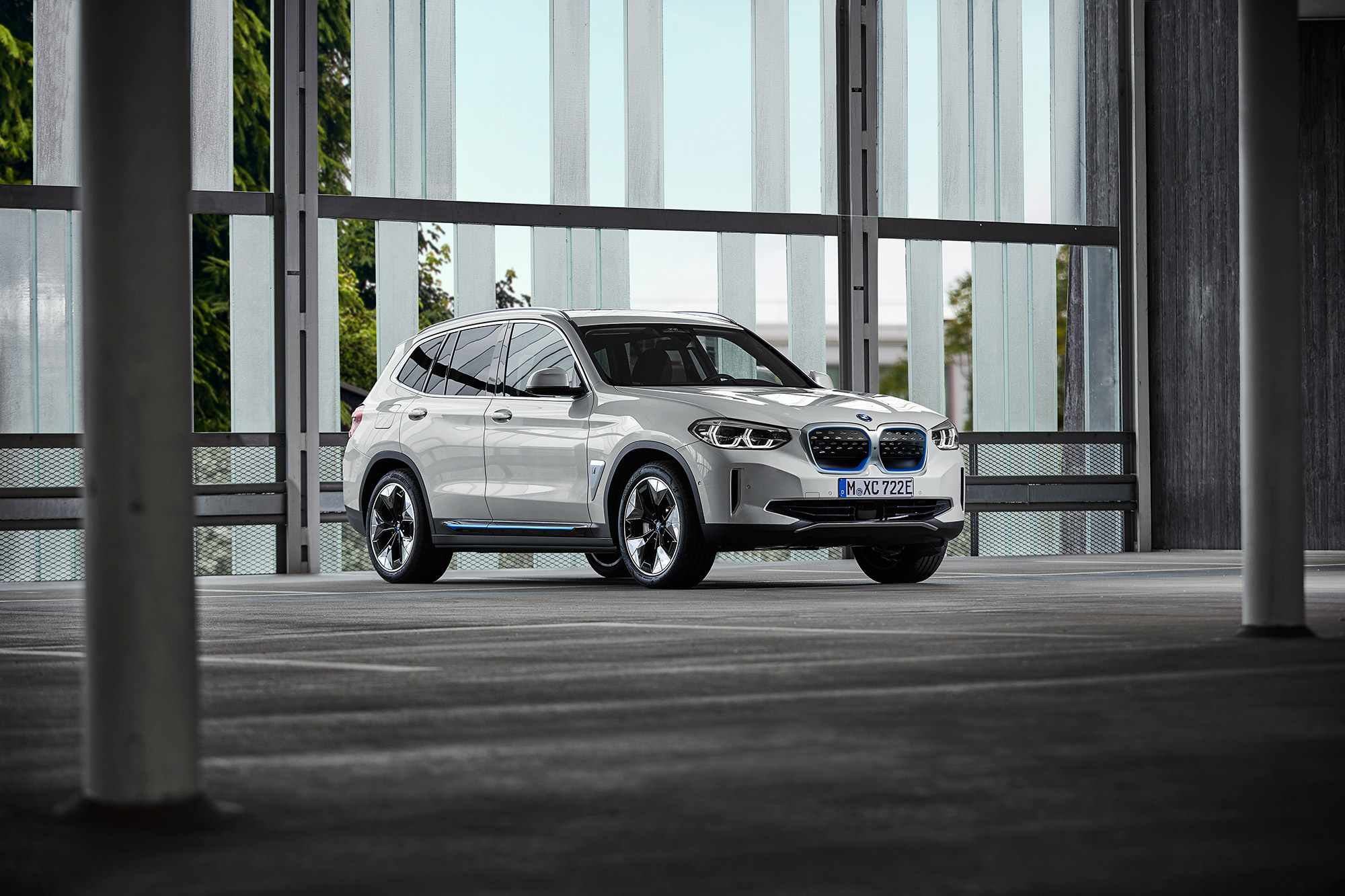 P90392992_highRes_the-first-ever-bmw-i